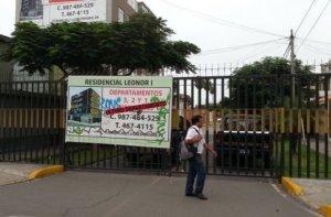Calle cerrada con rejas en La Victoria-